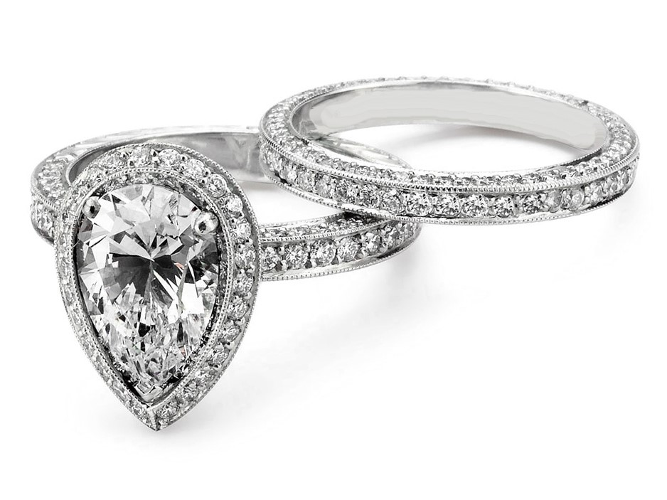 Pear Shape Halo Bridal set in White Gold Approx. 2.00 Carats