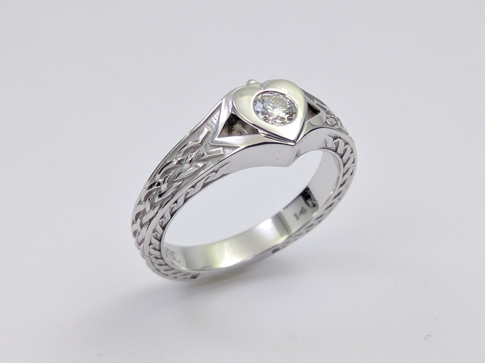 nyc diamonds engagementringsre rings ring mdc engraved cfm gaelic engagement diamond from celtic claddagh