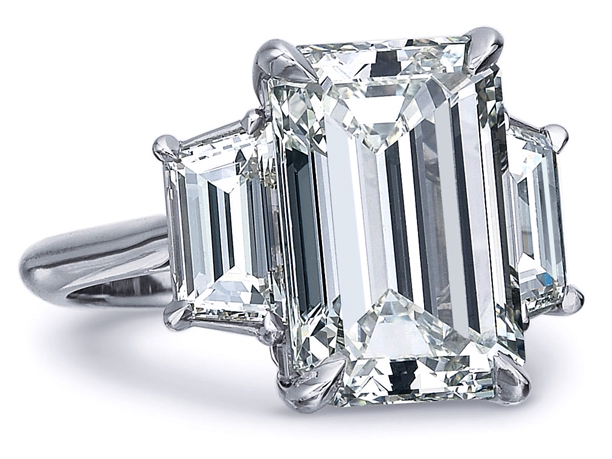 Emerald Cut Diamond Trapezoids Engagement Ring 0 7 Tcw In